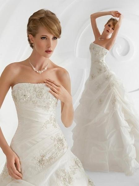 学习最新流行的生活化妆,生活发型和新娘发型的设计,涉及各种日妆
